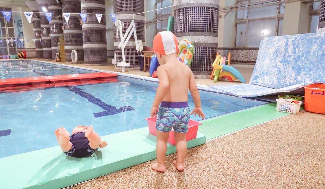 伊藤萬寶寶游泳課 | 孩子喜歡水的程度超乎想像 能自在潛水媽咪也很羨慕