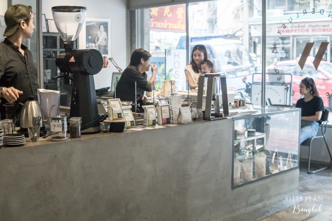 曼谷 Wanderlust | 老舊中國城的極簡工業風咖啡店 澳洲風格飲食好清新!Hua Lamphong站